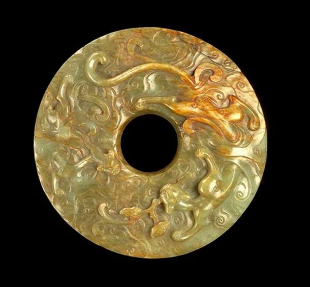 Нефритовый диск (би) с драконами.